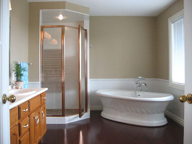 Photos home improvements in kitchener waterloo for Bathroom cabinets kitchener