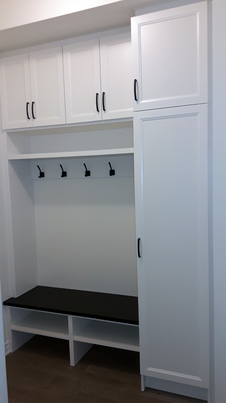 Mudroom-with-granite-bench